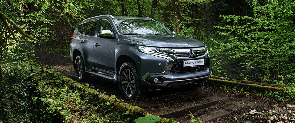 mitsubishi pajero sport или toyota land cruiser
